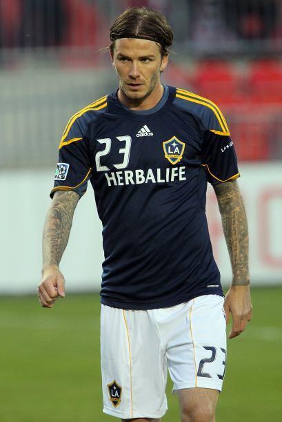 El inglés David Beckham lleva grabado el nombre de sus hijos en sus zapa...