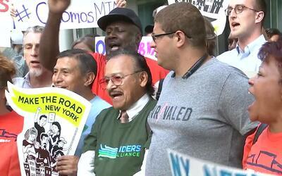 Usuarios protestaron y exigieron al gobernador Cuomo mejoras en el servi...