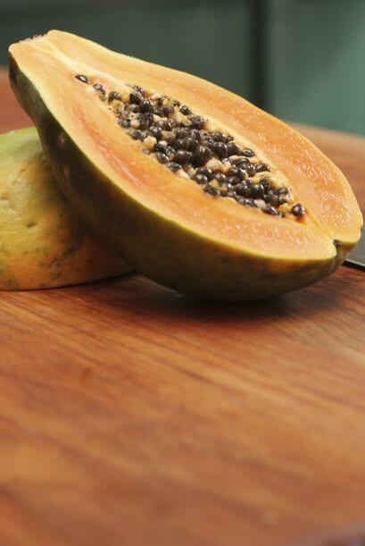 La dulzura de la papaya la convierte en todo un manjar para su evolucion...