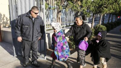 Miles de estudiantes retornaron a clases en el distrito de Los Ángeles...