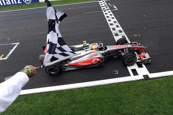 Con esta victoria, Hamilton se coloca en el primer lugar del campeonato...