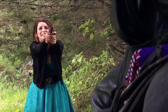No te manches más las manos de sangre Roberta, las cosas pueden terminar...