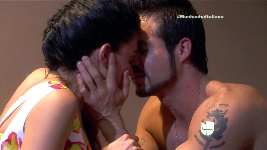 ¡Pedro y Fiorella tuvieron una noche llena de amor! 35008CEE89F647DC9B5C...