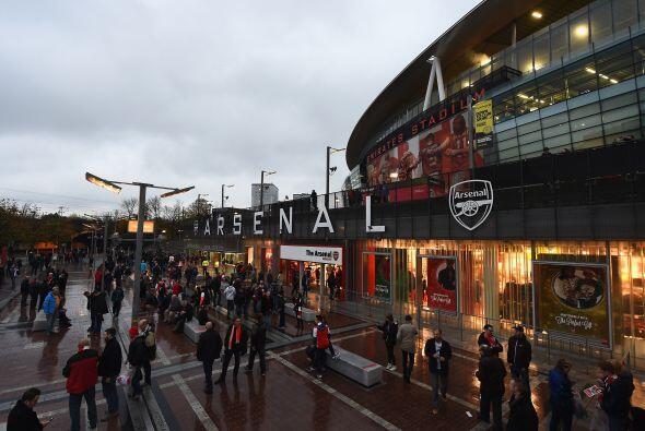 Los estadios ingleses también se llenaron en un 98%, para un promedio de...