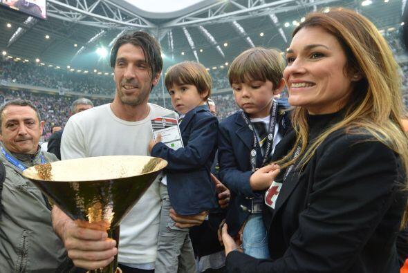 También veíamos al arquero Gianluigi Buffon con su esposa e hijos.