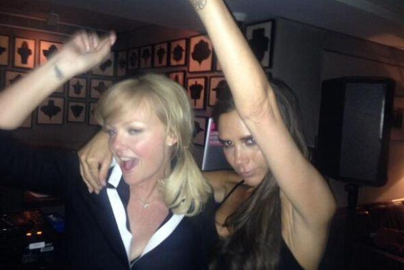 """A la """"party loca"""" fueron sus ex compañeras de grupo, Emma Bunton y Mel C..."""
