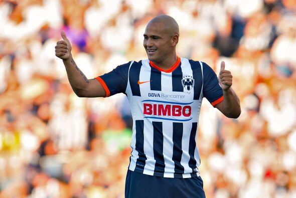 Humberto Suazo ya se despidió de la afición de Monterrey para seguir con...