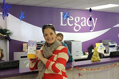 Maria Esther de Recuerdo 106.5 visita a Legacy Community Health Service...