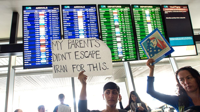 Manifestantes se reunieron en el aeropuerto internacional de San Francis...
