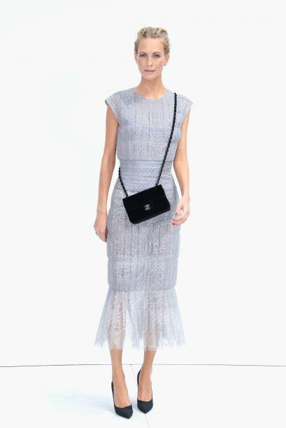 Poppy Delevingne acudió muy fresca y femenina en un coqueto vestido en c...
