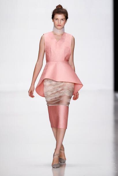 El rosa también figuró mucho en los 'looks' de las mujeres. Los tonos pa...