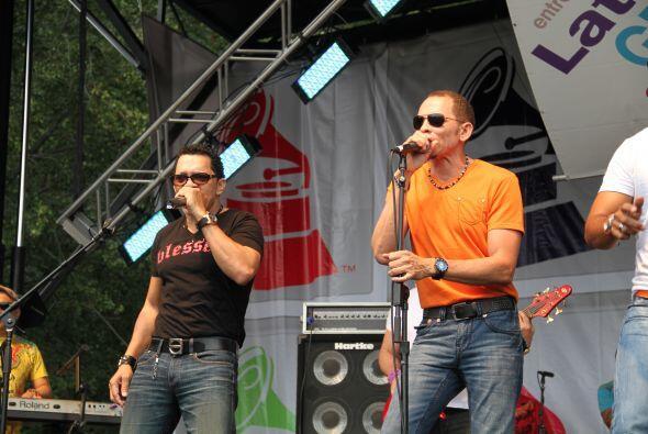 Los Rosario en El Latin Grammy® Street Party b5d223cfb45c4b63974a0befde8...
