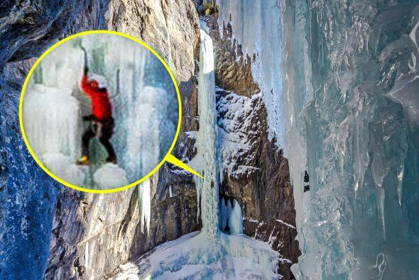 Fue un gran desafío escalar esta estructura de hielo, pues la superficie...