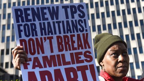 Activistas en defensa de los migrantes protestaron este martes 21 de nov...