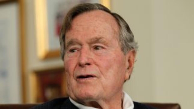 Sumado a esta bronquitis, Bush padece el mal de Parkinson que afecta sus...