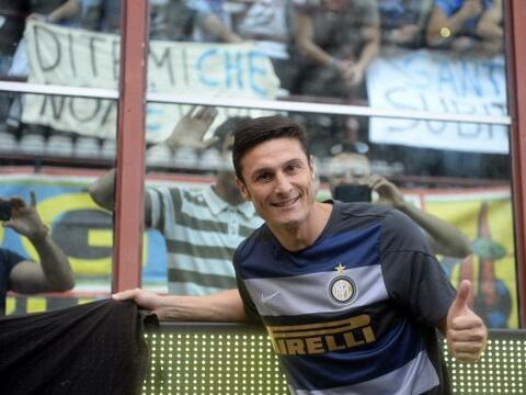 El defensa argentino Javier Zanetti, dijo adiós al público...