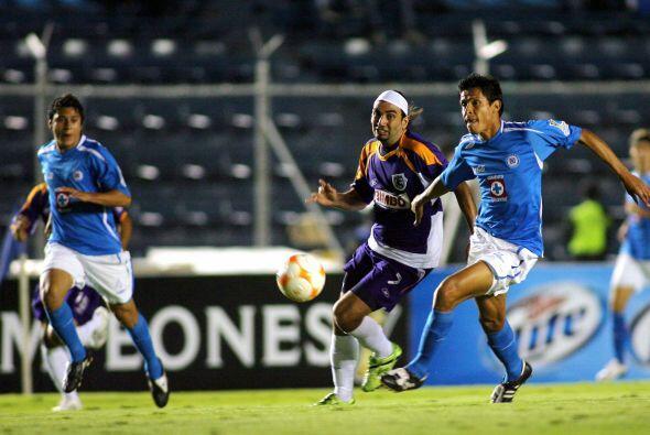 Un año después en el 2007 Roberto Juárez debutaría teniendo como entrena...