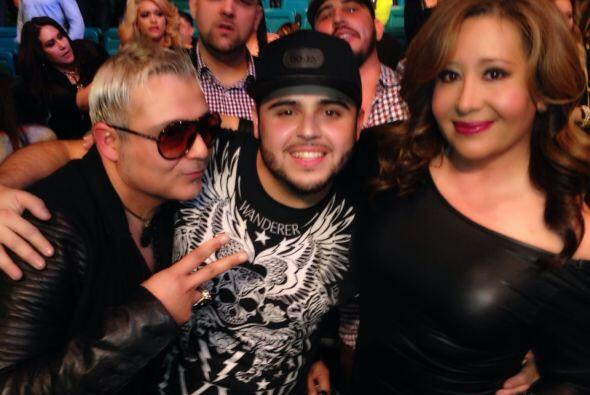 El cantante asistió a la pelea del 'Canelo' Álvarez.