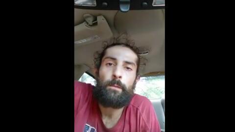 En esta captura de pantalla de YouTube el hombre identificado como Alex...
