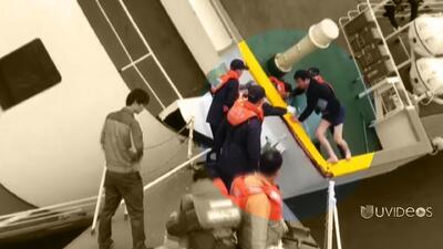 Imágenes del capitán huyendo del ferry mientras se hunde
