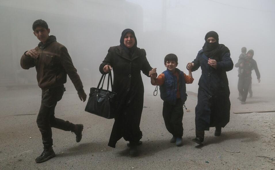 Los ataques se produjeron contra las poblaciones de Duma, Saqba, Kafr Ba...