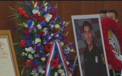 Con honores dan el último adiós al bombero que murió al caer de una esca...