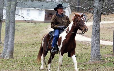 El candidato republicano al senado por Alabama, Roy Moore, va a votar en...