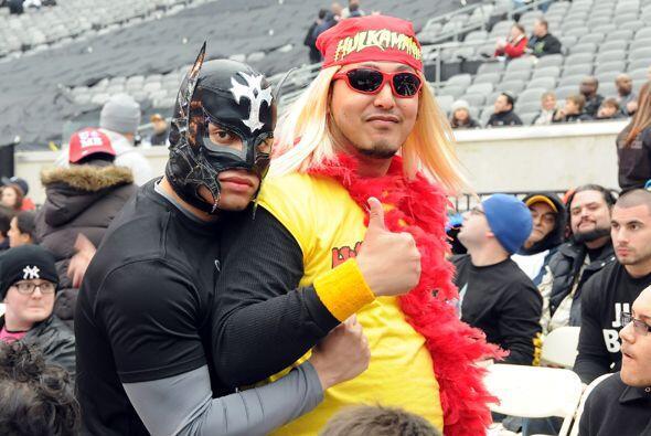 Porque en la Wrestlemania el espectáculo no es solo en rl ring. Los afic...