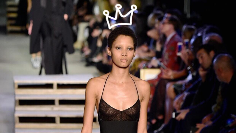 Esta modelo dominicana sacudió las pasarelas con su porte y su afro.