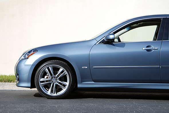 El diseño exterior refleja instantáneamente un estilo deportivo con un f...