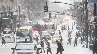 Un tramo de la Quinta Avenida de Nueva York el viernes tras el paso de l...