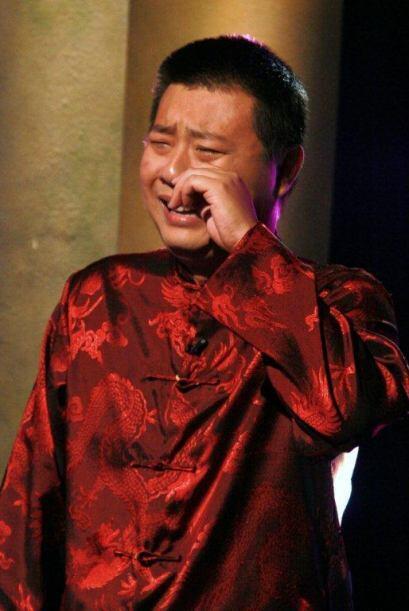 El invitado chino lloró de emoción al ver a su hermano