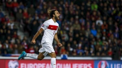 Turquía ganó con golazo de Selcuk Inan