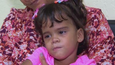 Esta niña nunca ha podido ponerse de pie: una supuesta negligencia médica la dejó sin piernas