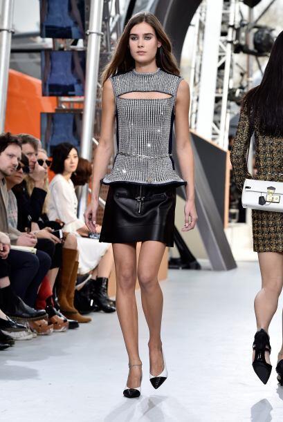 El poder de la falda es la estrella del look, sumado a la abertura muy s...