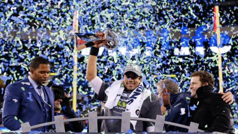 Russell Wilson y compañía quieren refrendar el Super Bowl ganado en la t...