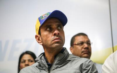Capriles denunció que su pasaporte fue retenido por funcionarios de inmi...