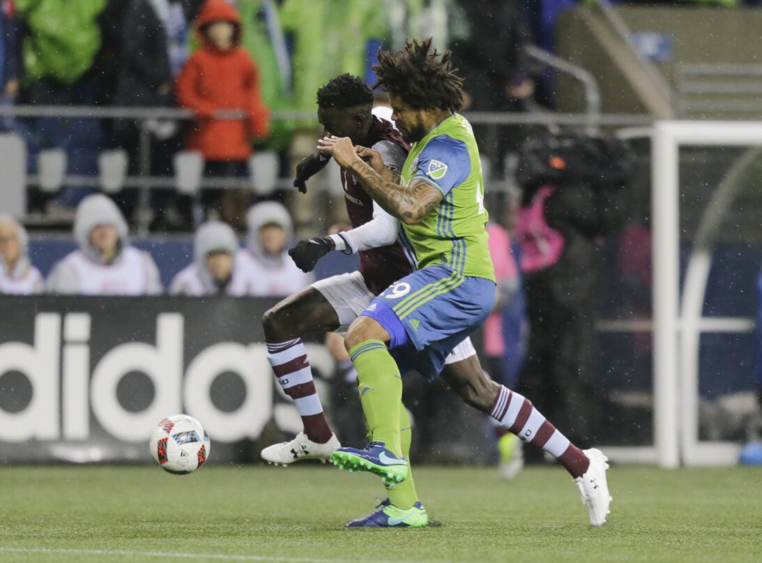 Los colores del fútbol en Seattle en la MLS GettyImages-625225586.jpg
