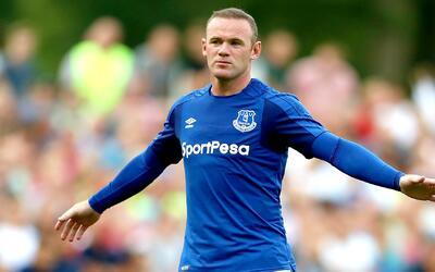 Rooney llegó a 200 goles y acortó distancias con Shearer, el máximo anot...