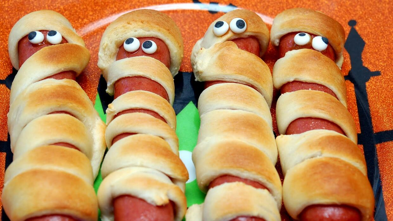 http://hugsandcookiesxoxo.com/2011/10/mummy-hot-dogs-for-dinner.html