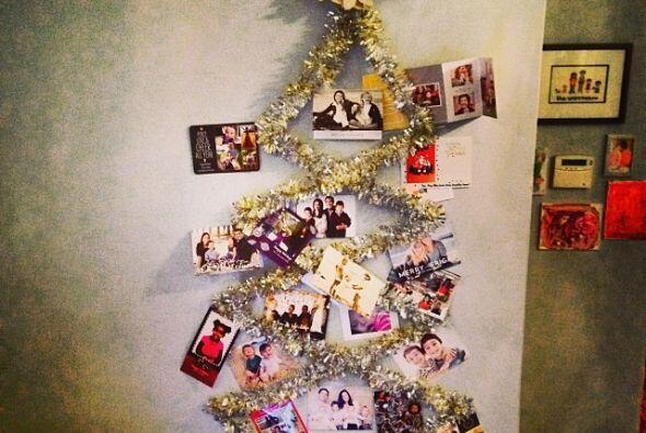 Jessica Alba puso un árbol muy original en su casa.