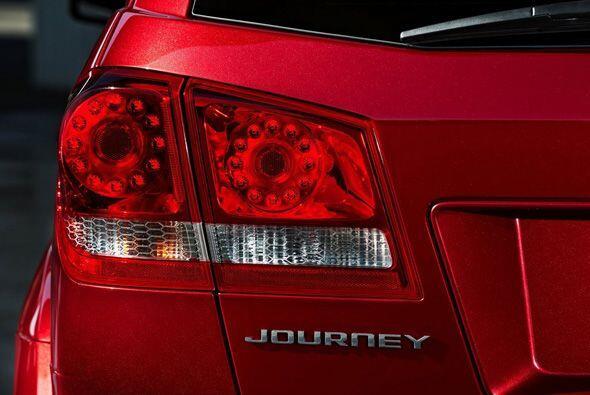La Journey es como la navaja suiza de los vehículos. Tiene un precio sim...