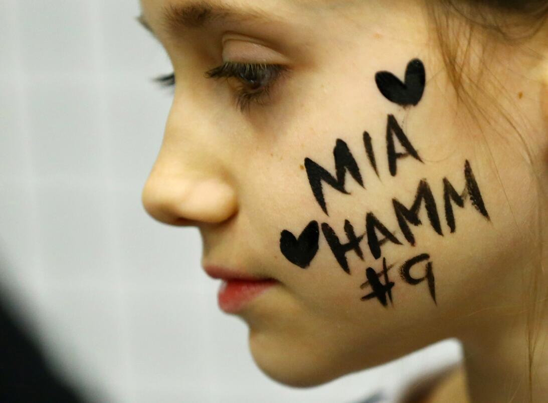 Los 45 años de Mia Hamm, 'la Pelé del fútbol femenino' GettyImages-15908...