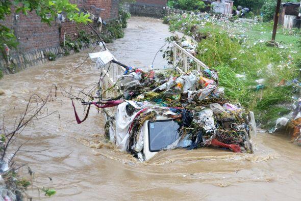 En el vecino estado de Himachal Pradesh fallecieron 10 personas, entre e...
