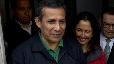 El expresidente de Perú, Ollanta Humala, y su esposa Nadine Heredia a la...