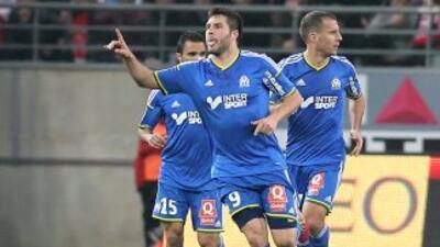 Andre Pierre Gignac rescató el empate para el Olympique en Reims.