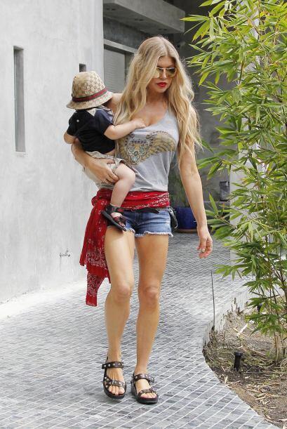 ¿Qué más quieren? Fergie es toda una mamá con estilo y personalidad.