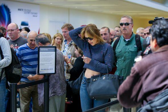 La gente del aeropuerto no dejó pasar por alto ese hecho y comenzaron a...