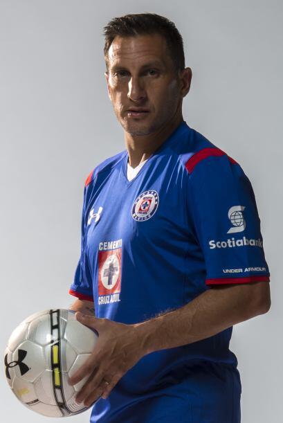 Christian Giménez nos enseña el de local. La playera azul...