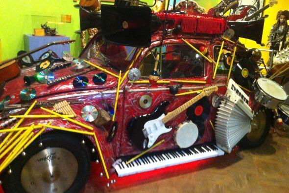 """Este Volkswagen Beetle, conocido como """"Pico de Gallo"""", fue creado por el..."""